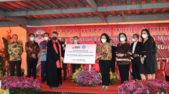 Bank SulutGo Serahkan CSR Pemprov Sulut Rp 2,5 Miliar untuk Yayasan GMIM AZR Wenas