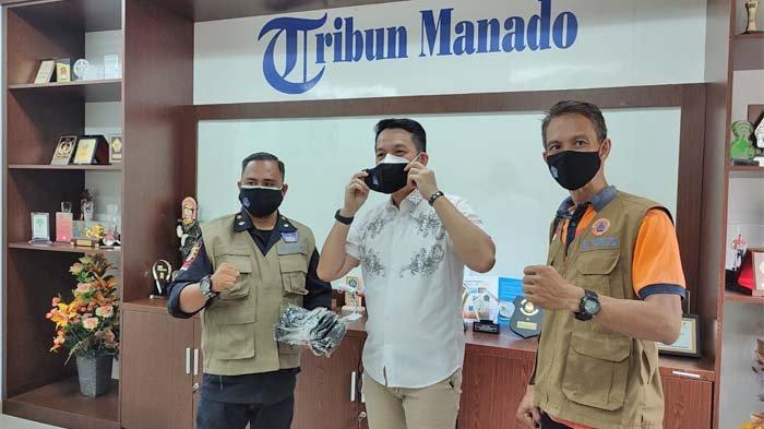 BPBD Sulut dan Relawan Bagikan Masker untuk Karyawan Tribun Manado