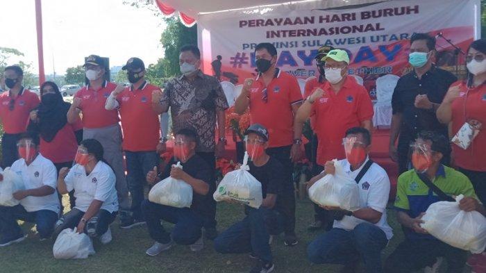 BPJamsostek Manado Warnai Hari Buruh, Berikan Ratusan Paket Bahan Pokok ke Pekerja