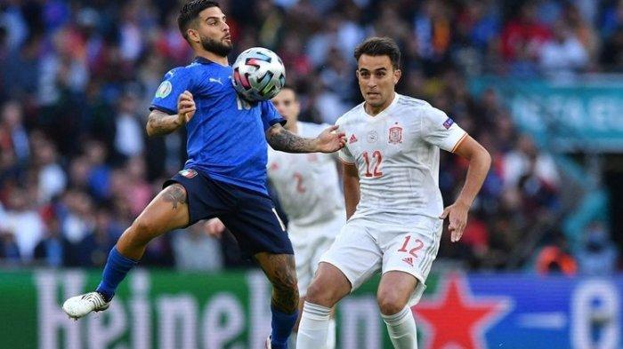 Penyerang Italia Lorenzo Insigne dibayangi oleh bek Spanyol Erci Garcia pada laga semifinal Euro 2020 di Stadion Wembley, London, Inggris, Rabu (7/7/2021) dini hari WIB.