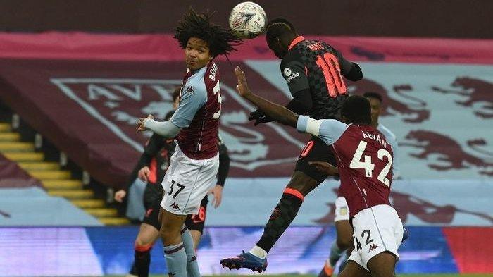 Penyerang Liverpool, Sadio Mane, mencetak gol sundulan ke gawang Aston Villa dalam laga Piala FA, Jumat (8/1/2021).
