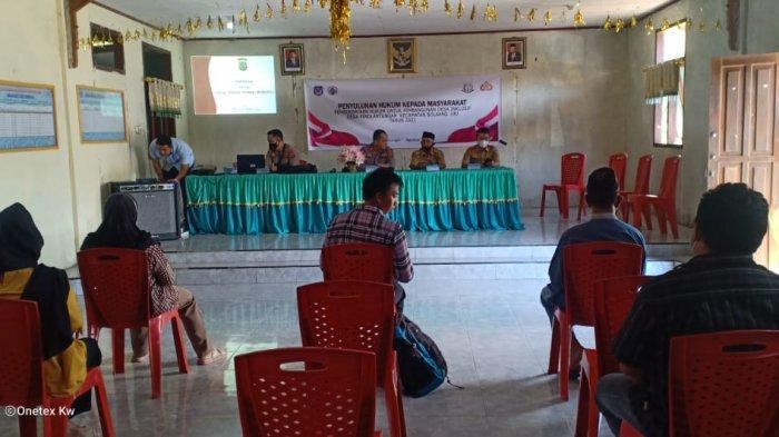 Polres Bolsel dan Cabjari Dumoga Kolaborasi Berikan Penyuluhan Hukum di Desa Pinolantungan