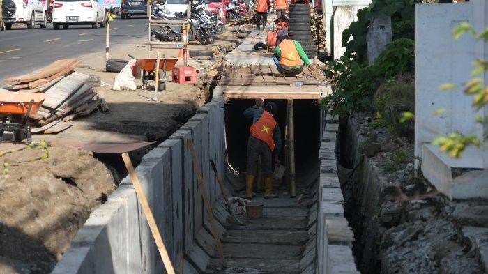 BERITA FOTO: Perbaikan Drainase di Jalan Bethesda Ranotana, Sario Kota Manado
