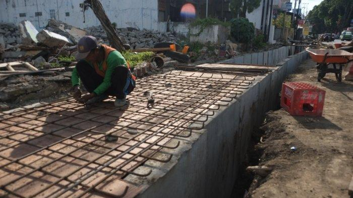 Perbaikan Darainase di Jalan Betesda Manado