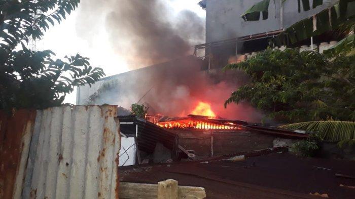 Screanshot FB warga Peristiwa Kebakaran Rumah warga di lorong City Mart Bitung RT 08 Lingkungan 1 kelurahan Bitung Barat 2 Kecamatan Maesa Kota Bitung Provinsi, Sulawesi Utara (Sulut).