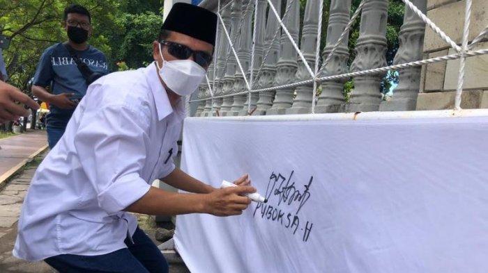 Persatuan Organisasi Lintas Agama Kota Bitung saat melaksanakan deklarasi kepengurusan di Taman Kesatuan Bangsa (TKB) Kota Bitung.