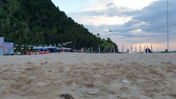 Persiapan pelaksanaan upacara peringatan HUT ke-14 Sitaro tahun di Pulau Mahoro Kecamatan Sitimsel.