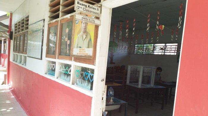 Persiapan Pembelajaran Tatap Muka (PTM) di salah satu sekolah di Kota Manado, Sulawesi Utara, Senin (12/7/2021).