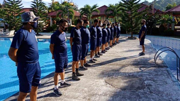 Jaga Kesamaptaan, Personel Bakamla ZMTh Latihan Renang Dasar