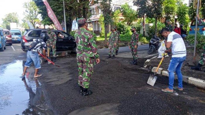 Kedapatan Tak Pakai Masker, 19 Warga di Bitung Diganjar Bersihkan Pasir di Jalan
