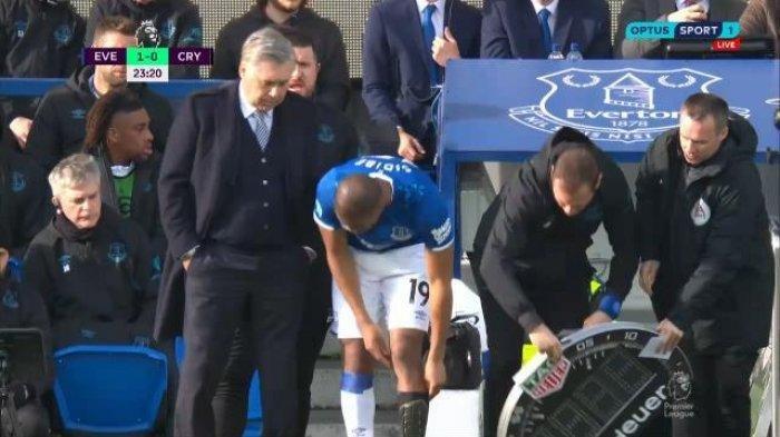 Pesepak Bola di Liga Inggris Lupa Kenakan Kaus Kaki, Carlo Ancelotti pun Marah