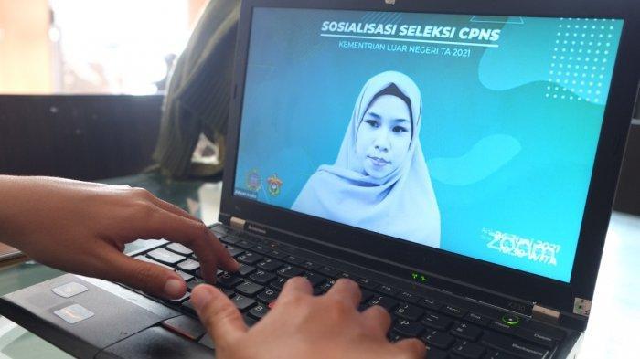 Peserta mengikuti pelatihan yang digelar secara daring guna meningkatkan kompetensi untuk mengikuti seleksi CPNS dan PPPK