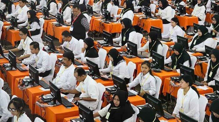 peserta-mengikuti-ujian-calon-pegawai-negeri-sipil-cpns-2462.jpg