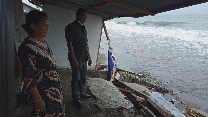 Gelombang tinggi di Pesisir Pantai Bolmong