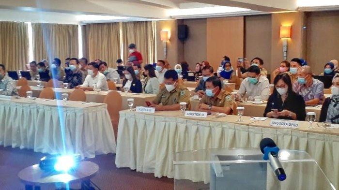 Pimpinan dan Anggota DPRD Bolmong Ikuti Bimtek SIPD