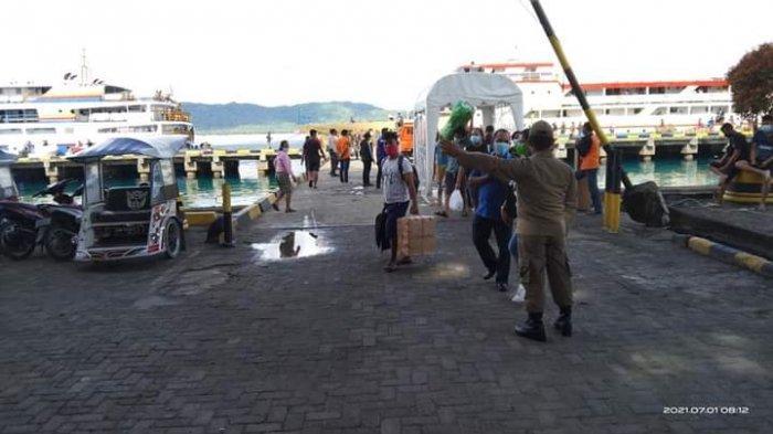Pintu masuk pelabuhan Kabupaten Kepulauan Talaud dijaga ketat