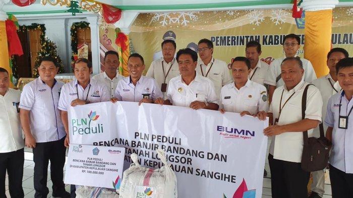 PLN Peduli Serahkan Bantuan Bagi Korban Bencana Banjir dan Longsor di Sangihe