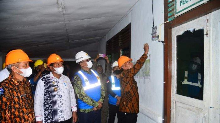 PLN berhasil mengalirkan listrik untuk 6 Desa di Kabupaten Banggai Laut dan 4 Desa di Kabupaten Banggai Kepulauan, Minggu 25 April 2021 kemarin.