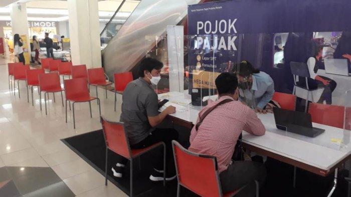 Pelayanan asistensi pengisian SPT Tahunan di Pojok Pajak Megamall dan itCenter Manado, Kamis (04/03/2021).