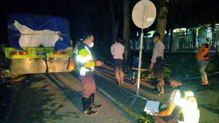 Polisi Melakukan Olah TKP Kecelakaan di Bitung