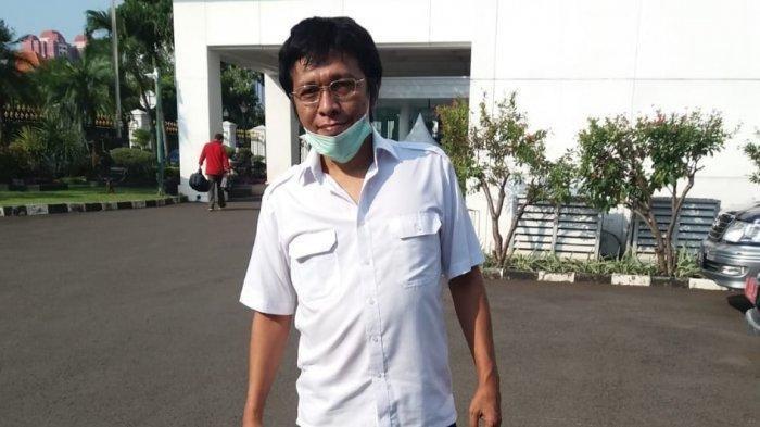 Politikus PDI Perjuangan Adian Napitupulu di Kompleks Istana Kepresidenan Jakarta, Jumat (12/6/2020)  Tribunnews.com/Fransiskus Adhiyuda
