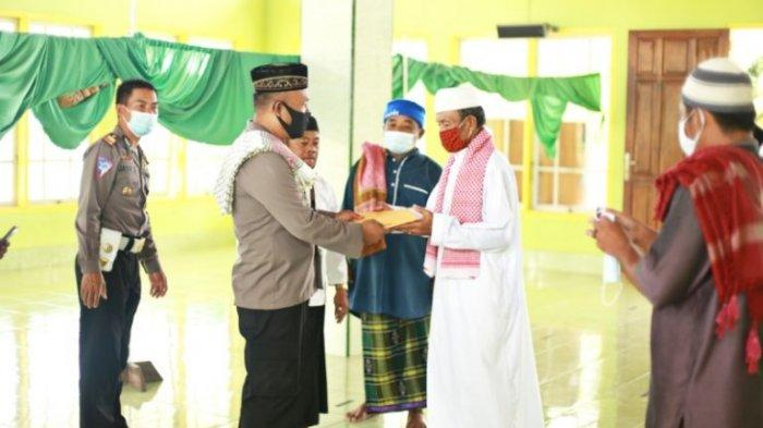 Polres Boltim Serahkan Bantuan Pembangunan Teras Masjid Nurul Jannah Tutuyan II
