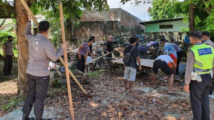 Jaga Fasilitas Umum di Tiap Kecamatan, Jajaran Polresta Manado Laksanakan Kerja Bakti