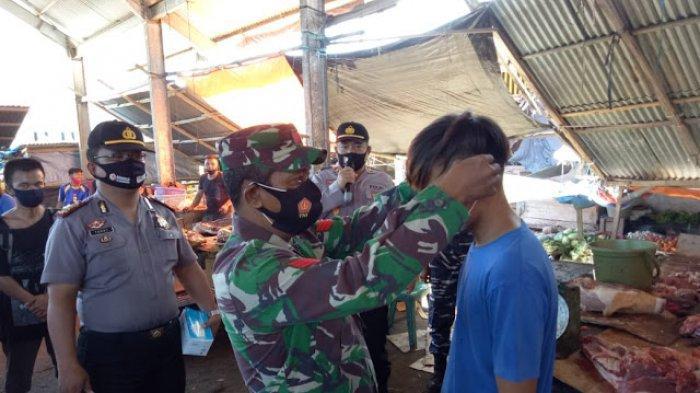 Polri dan TNI Berkolaborasi Cegah Covid-19 di Pasar Tumpaan