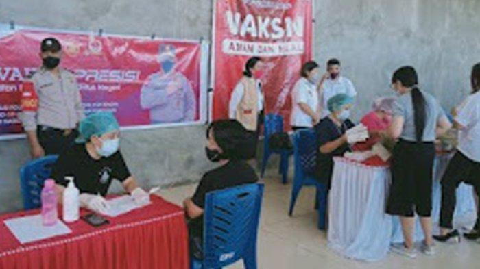 Polsek Airmadidi Kawal Pelaksanaan Vaksinasi Covid-19, Juga Beri Edukasi ke Warga