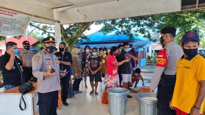 Sambut HUT ke-75 Bhayangkara, Polsek Beo Talaud Bersama Bulog Gelar Pasar Murah