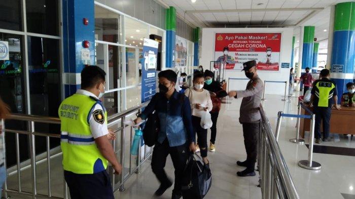 Bersama Avsec Sam Ratulangi, Polsek Bandara Terus Pantau Kondisi Keamanan Penumpang Maskapai