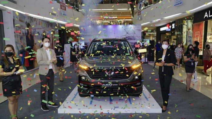 Potret Manajemen Wuling Kumala Sulut memperkenalan mobil pintar Wuling Almaz RS di Manado Town Square (Mantos) 3, Sabtu (03/04/2021).