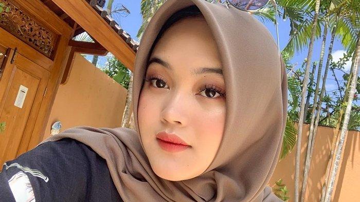 Potret Putri Delina; diunggah di Instagram, (30/4/2019).