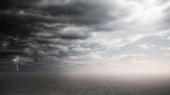 Peringatan Dini Cuaca Ekstrem Hari Ini, Wilayah Berpotensi Hujan Lebat hingga Angin Kencang & Petir