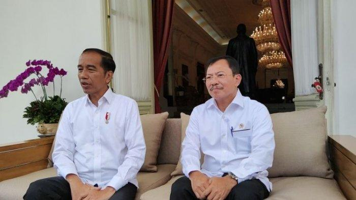 Presiden Joko Widodo bersama Menteri Kesehatan Terawan Agus Putranto