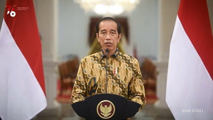 Presiden Joko Widodo saat mengumumkan perpanjangan PPKM Level 4, Minggu (25/7/2021).