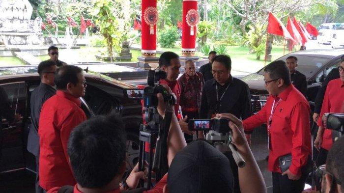 Megawati Tak Pakai blouse Merah di Rakernas. Jokowi, Tjahjo, Yasonna Kompak Merah
