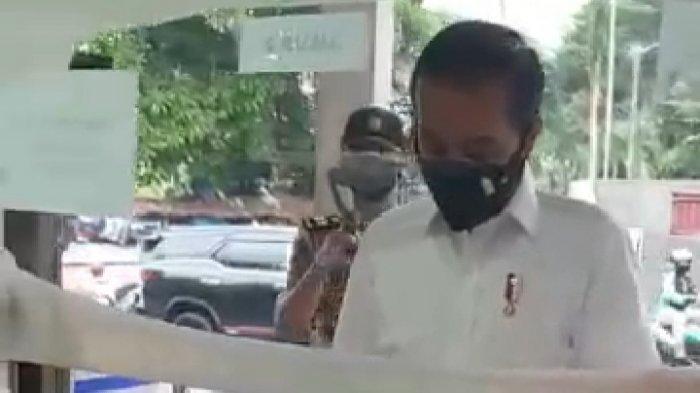 Presiden JokoWidodo ( Jokowi ) mencariobat ke apotekVillaDuta, KecamatanBogorTimur, KotaBogor.