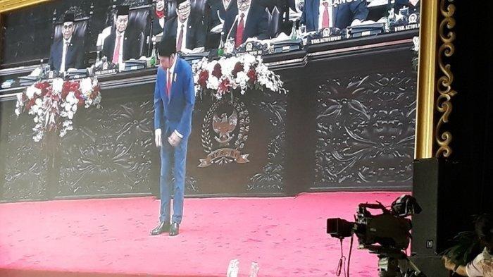 Presiden Joko Widodo Bungkukkan Badan ke Anggota Dewan di Sidang Tahunan MPR RI 2019