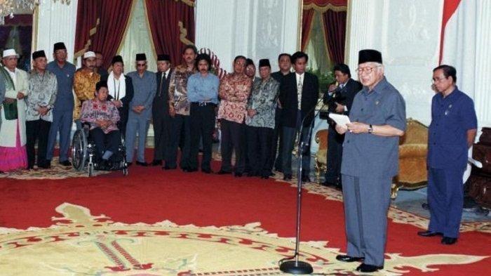 Jakarta Mencekam Sehari Sebelum Soeharto Lengser, 14 Menteri Mundur Bikin Pak Harto Kecewa