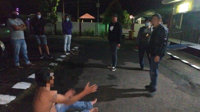 Pria 45 tahun asal Kabupaten Minahasa Utara ini dilaporkan membuat keributan sekaligus pengerusakan di tempat Penjualan Martabak Mas Narto