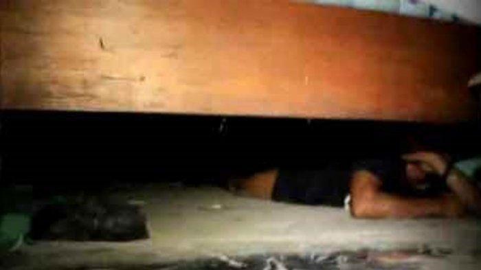 Kumar Sembunyi 6 Jam di Kolong Kasur Tidur Lalu Tikam Selingkuhan Istri, Tunggu Waktu yang Tepat
