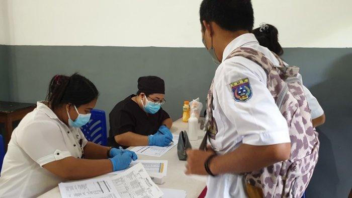 Program vaksinasi anak usia 12-17 tahun yang berlangsung di SMK Negeri 1 Siau Timur.