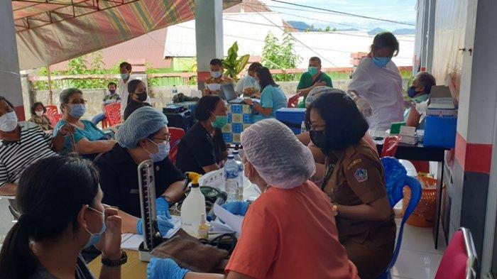 Menyimak Cerita Penerima Vaksin Astrazeneca di Kabupaten Sitaro, Mengantuk Sampai Demam
