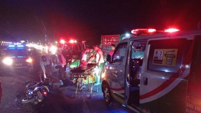 Kecelakaan Maut Tadi Malam, Suami Istri Tewas dan Anaknya Jadi Korban, Hendak Nyalip Truk Lalu Jatuh