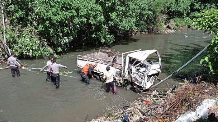 Kecelakaan Maut, Satu Orang Tewas, Truk Angkut 8 Pekerja Proyek Terjun ke Sungai Sedalam 15 Meter