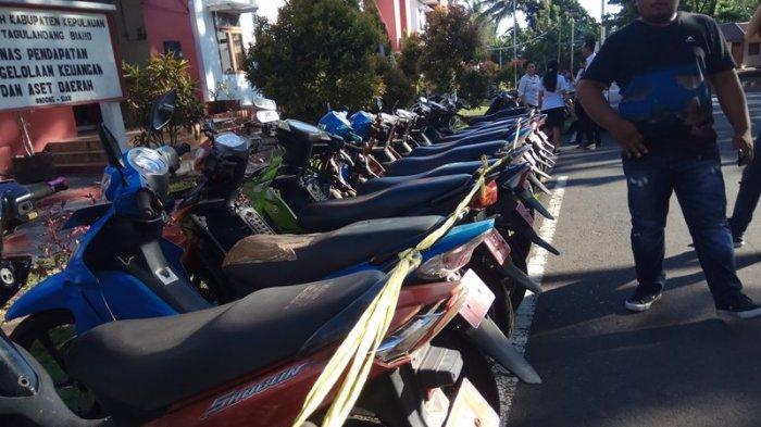 Seru Proses Lelang Puluhan Kendaraan Dinas di Sitaro