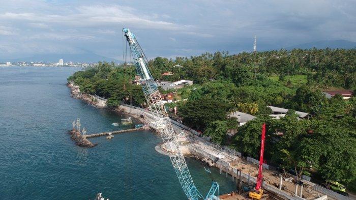 Proses pembangunan Waterfront di Malalayang Manado, Senin (4/10/2021).