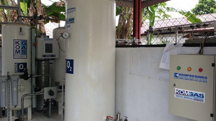 Proses pengisian tabung oksigen medis untuk memenuhi permintaan Rumah Sakit di tengah kondisi pandemi.