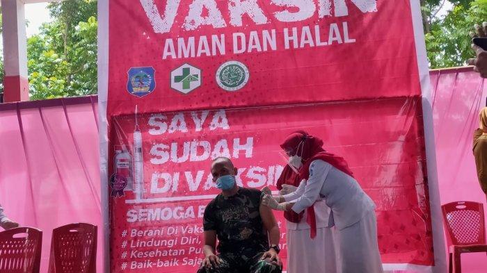 BREAKING NEWS Danramil Bolaang Uki Jadi Penerima Vaksin Covid-19 Pertama di Kabupaten Bolsel